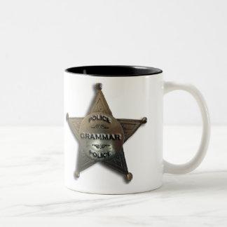 Insignia del vintage de la policía de la gramática taza de dos tonos