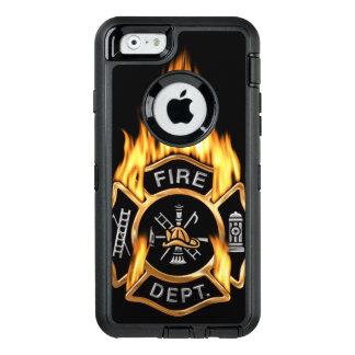 Insignia llameante del cuerpo de bomberos del oro funda OtterBox defender para iPhone 6