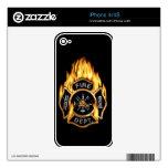 Insignia llameante del oro del cuerpo de bomberos skins para iPhone 4S