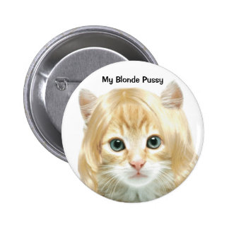 Insignia rubia del gatito pin redondo 5 cm