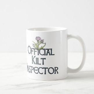 Inspector de la falda escocesa taza de café