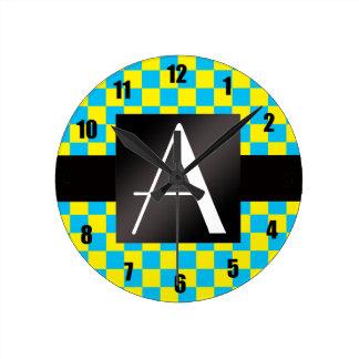 Inspectores amarillos y azules del monograma relojes de pared