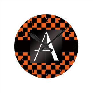 Inspectores del naranja y del negro del monograma relojes
