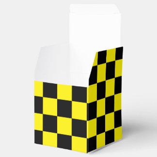 Inspectores negros en fondo amarillo cajas para regalos