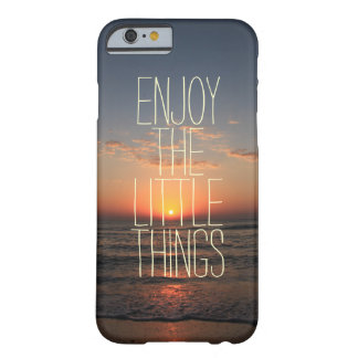 Inspirado disfrute de la pequeña cita de las cosas funda para iPhone 6 barely there
