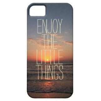 Inspirado disfrute de la pequeña cita de las cosas funda para iPhone 5 barely there