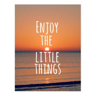 Inspirado disfrute de la pequeña cita de las cosas