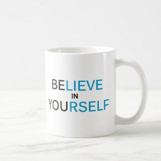 inspire creen en sí mismo taza clásica