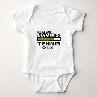 Instalación de habilidades del tenis mameluco de bebé