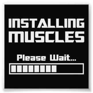 Instalando los músculos satisfaga esperan la barra cojinete