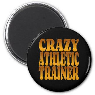Instructor atlético loco en oro imán redondo 5 cm