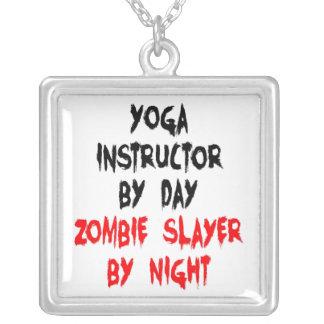 Instructor de la yoga del asesino del zombi colgante