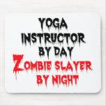 Instructor de la yoga del asesino del zombi del dí tapete de ratones