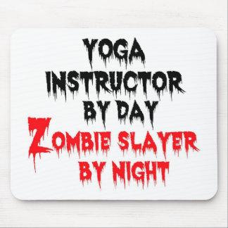 Instructor de la yoga del asesino del zombi del dí tapetes de raton