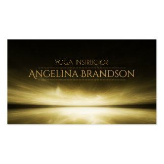 Instructor de la yoga detrás de la tarjeta de la tarjetas de visita