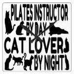 Instructor de Pilates del amante del gato Relojes De Pared