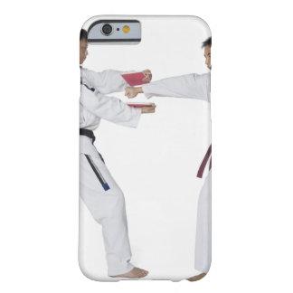 Instructor de sexo masculino del karate que enseña funda barely there iPhone 6