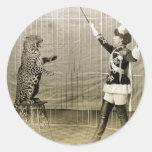 Instructor del circo del vintage pegatina redonda