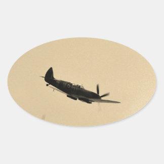 Instructor del Spitfire en vuelo Pegatina Ovalada