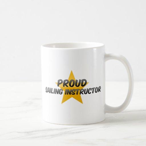 Instructor orgulloso de la navegación taza básica blanca