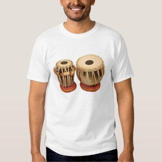 Instrumento de percusión indio determinado hermoso polera