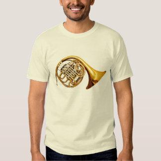 Instrumento musical de la trompa de cobre amarillo remera