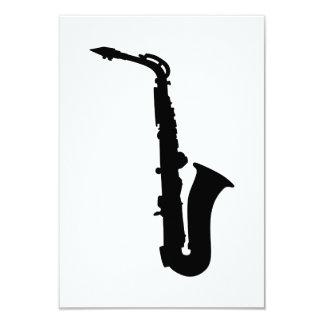 Instrumento negro del saxofón invitacion personal