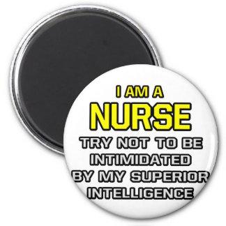 Inteligencia superior de la enfermera… imán