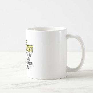Inteligencia superior del nefrólogo… taza básica blanca