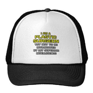 Inteligencia superior plástica del cirujano… gorras