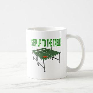 Intensifique a la tabla taza básica blanca