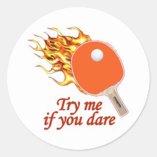 Inténteme ping-pong llameante etiquetas redondas