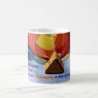 Intercambiar un día de su taza de café de la vida