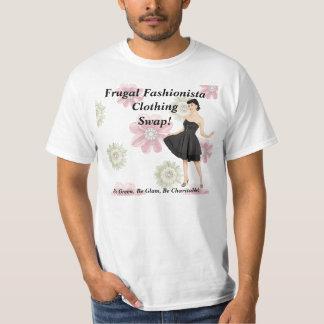 Intercambio frugal de la ropa del fashionista en playera