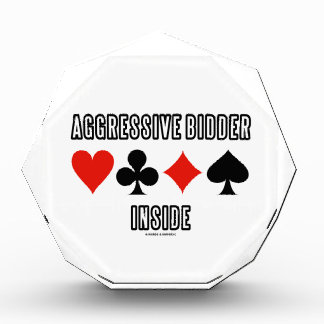 Interior agresivo del licitador (puente de cuatro