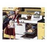 Interior casero del vintage, mamá en cocinar de la