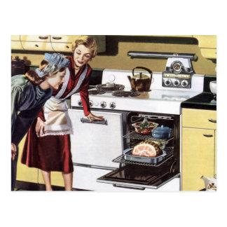 Interior casero del vintage mamá en cocinar de la tarjetas postales