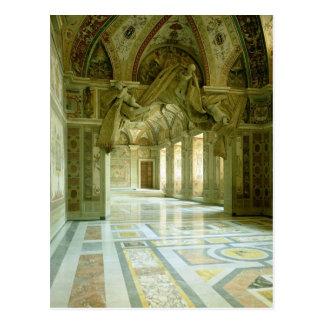 Interior con la vista de ángeles esculpidos postal