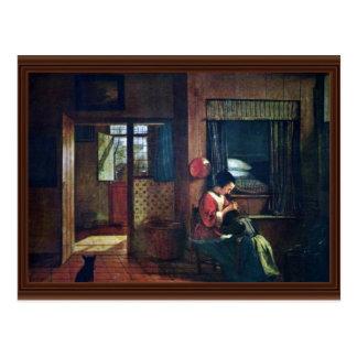 Interior con una madre Delousing el pelo de sus Postal