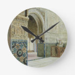 Interior de Alhambra, Granada (w/c) Reloj Redondo Mediano