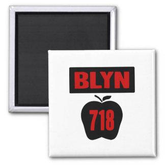 Interior de Apple grande con la bandera, de BLYN 7 Imán Cuadrado