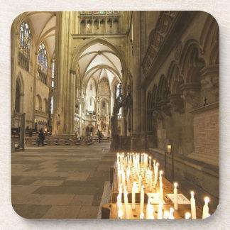 Interior de la catedral de San Pedro en Regensburg Posavasos