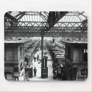 Interior de la estación cruzada de Charing, Londre Mousepad