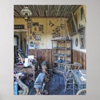 Interior de la peluquería de caballeros del Victor Póster