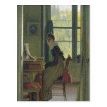 Interior de un comedor, detalle de una mujer tarjetas postales