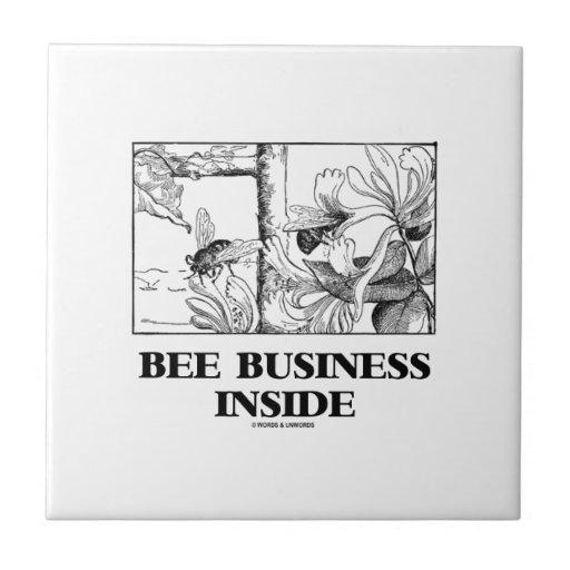 Interior del negocio de la abeja (abejas que azulejo cuadrado pequeño