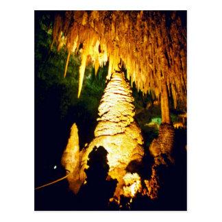 Interior encendido del parque nacional de las cave postales