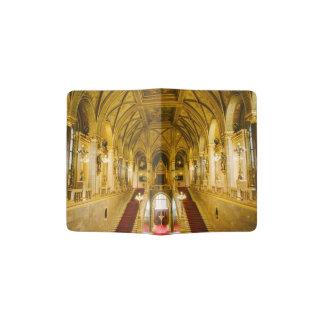 Interior húngaro del parlamento porta pasaporte