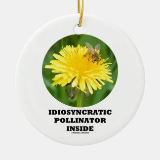 Interior idiosincrásico de la donadora de polen adorno redondo de cerámica