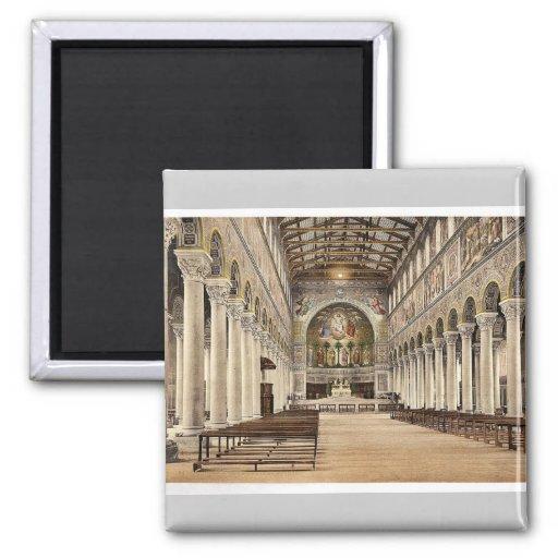 Interior, iglesia de la basílica (es decir basílic iman de nevera